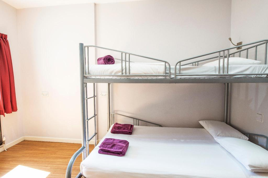 Family Room (2 Adults + 1 Child) - View Safestay Edinburgh Royal Mile