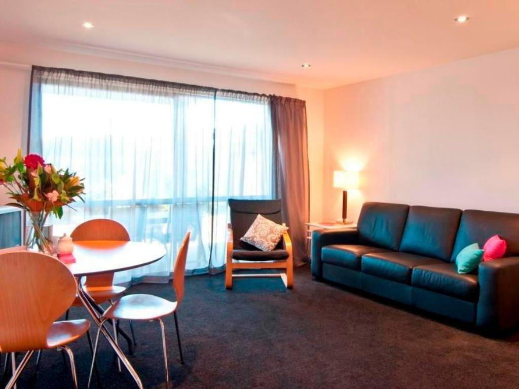 1 Bedroom Apartment - Guestroom Distinction Wanaka Serviced Apartments