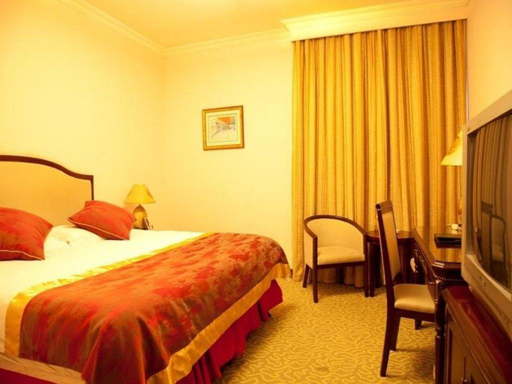 Standard Queen Bed - Guestroom City View Xuhui Hotel