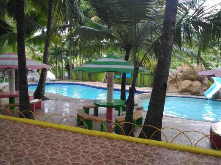 Peldbaseins Tubod Flowing Waters Resort