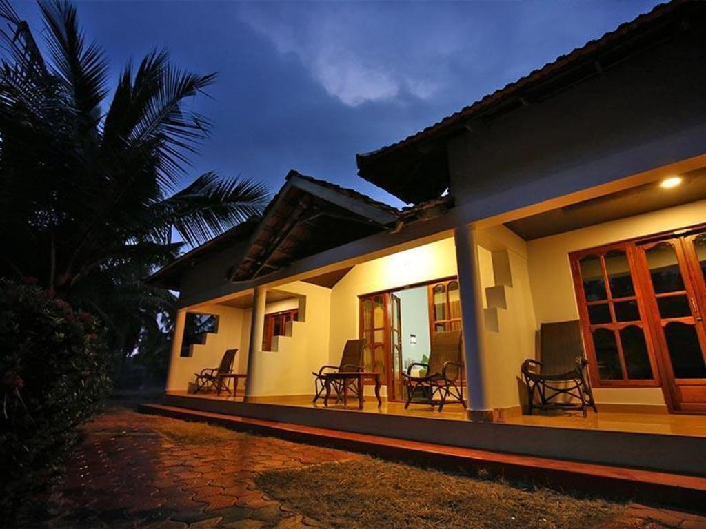 Tiny House Prix M2 ayurrathna coir village lake resort in alleppey - room deals