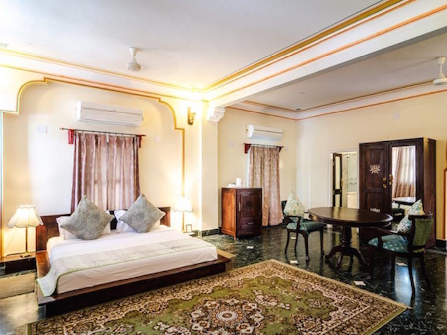 Suită curte (Courtyard Suite)