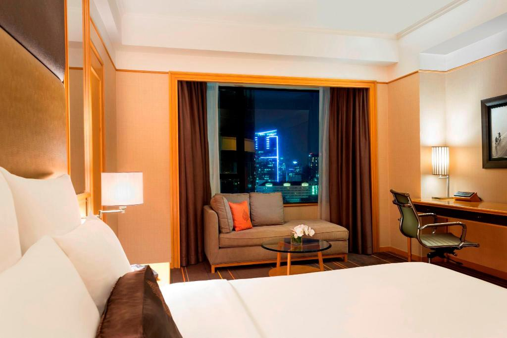 Deluxe City View Guest Room, 1 King or 2 Twin/Single Bed(s) - Room plan Renaissance Riverside Hotel Saigon