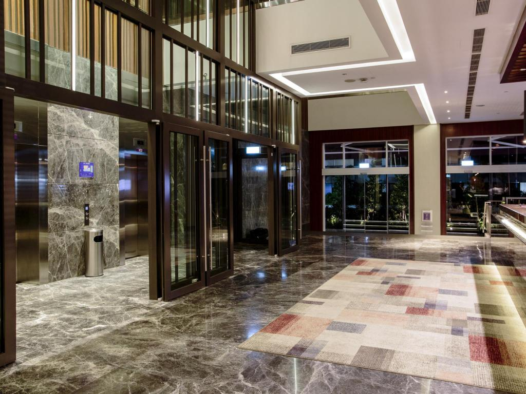 Lobby Aqueen Hotel Paya Lebar (SG Clean, Staycation Approved)