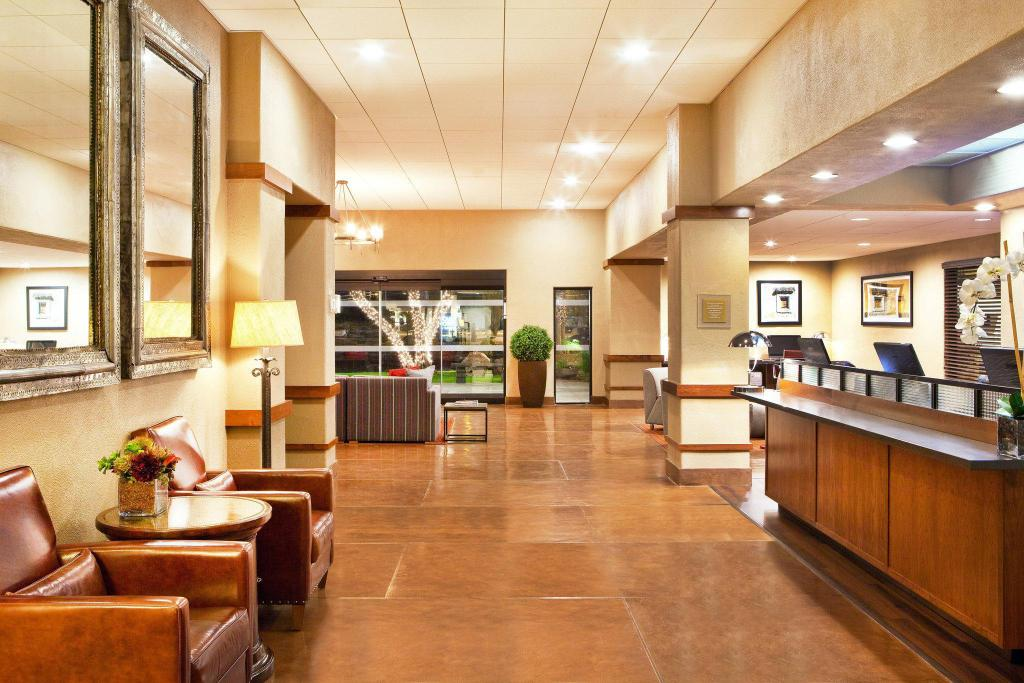 Lobby Four Points by Sheraton Tucson Airport