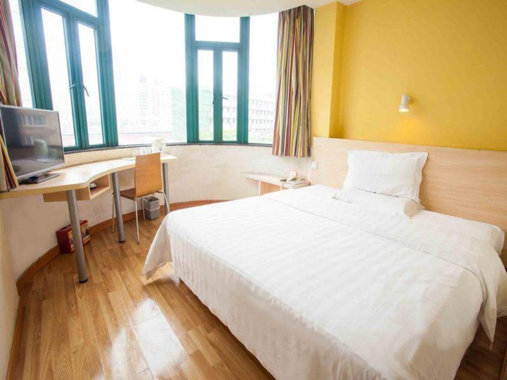 Queen Room - Domestic residents only 7 Days Inn Beijing Dinghui Temple Wuluju Branch