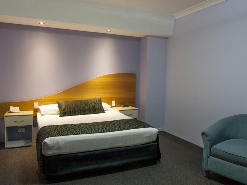 best price on shellharbour village motel in shellharbour. Black Bedroom Furniture Sets. Home Design Ideas