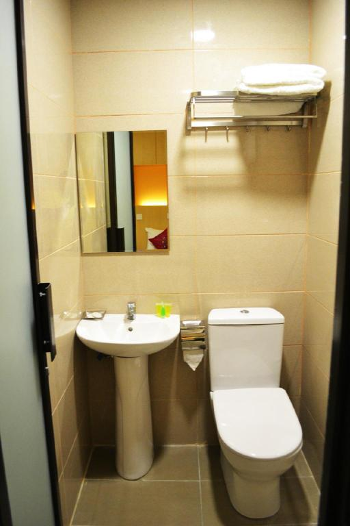 Bathroom Easy Hotel KL Sentral