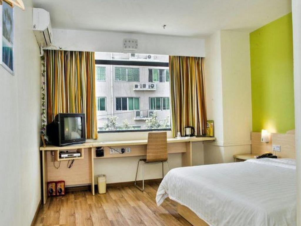 Corporate Twin, Guest room, 2 Twin/Single Bed(s), City view 7 Days Inn Railway Station Chengzhan Subway Station Branch