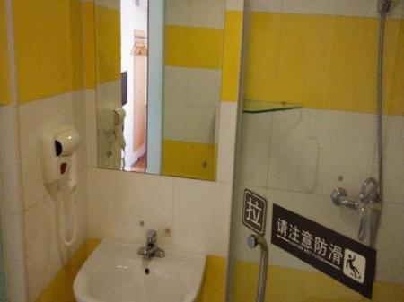 Economy No Window - Domestic Residents Only 7 Days Inn Shuangjing Carrefour