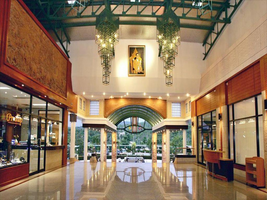 Vestibule Naraihill Golf Resort and Country Club Hotel
