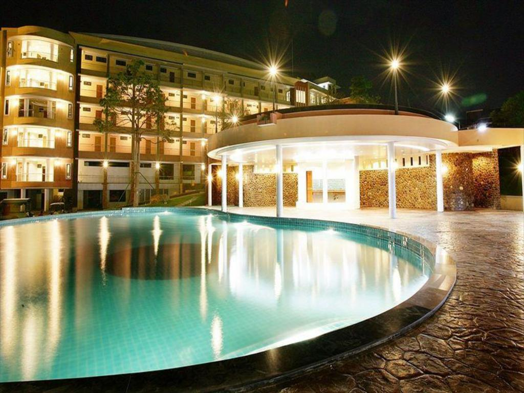 Piscine extérieure Naraihill Golf Resort and Country Club Hotel