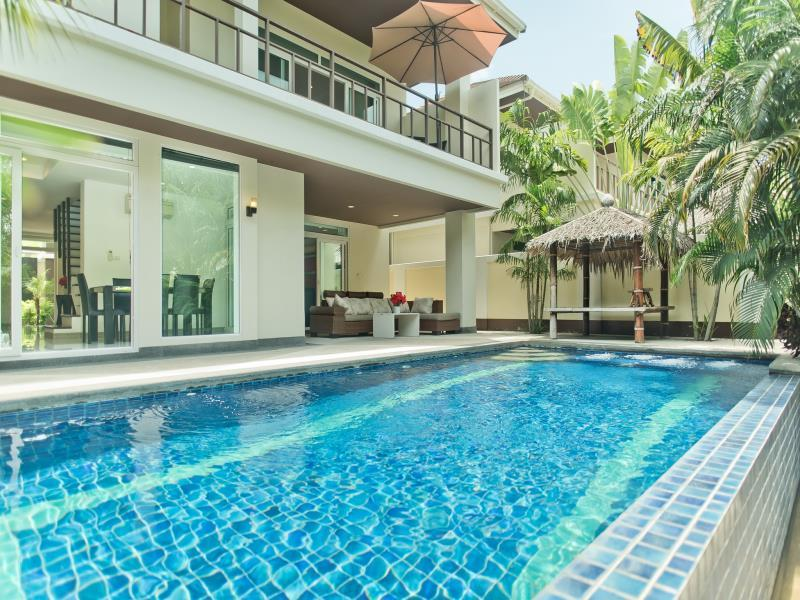 Villa 4 Chambres avec Piscine privée ‒ Jomtien 1 (4-Bedroom Villa Jomtien 1 with Private Pool)