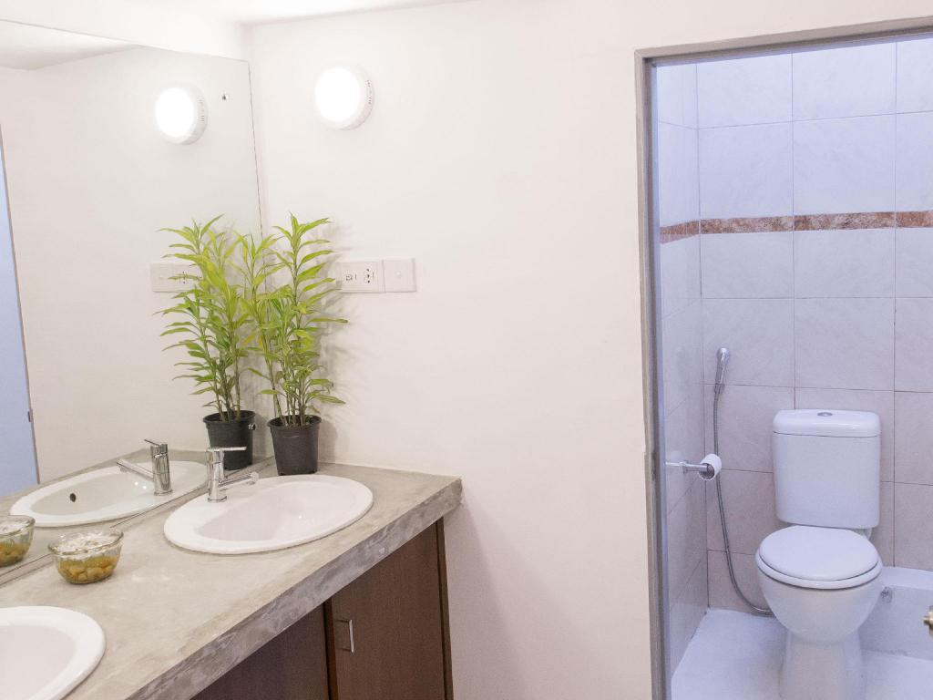Bathroom Hostel at Galle Face- Colombo