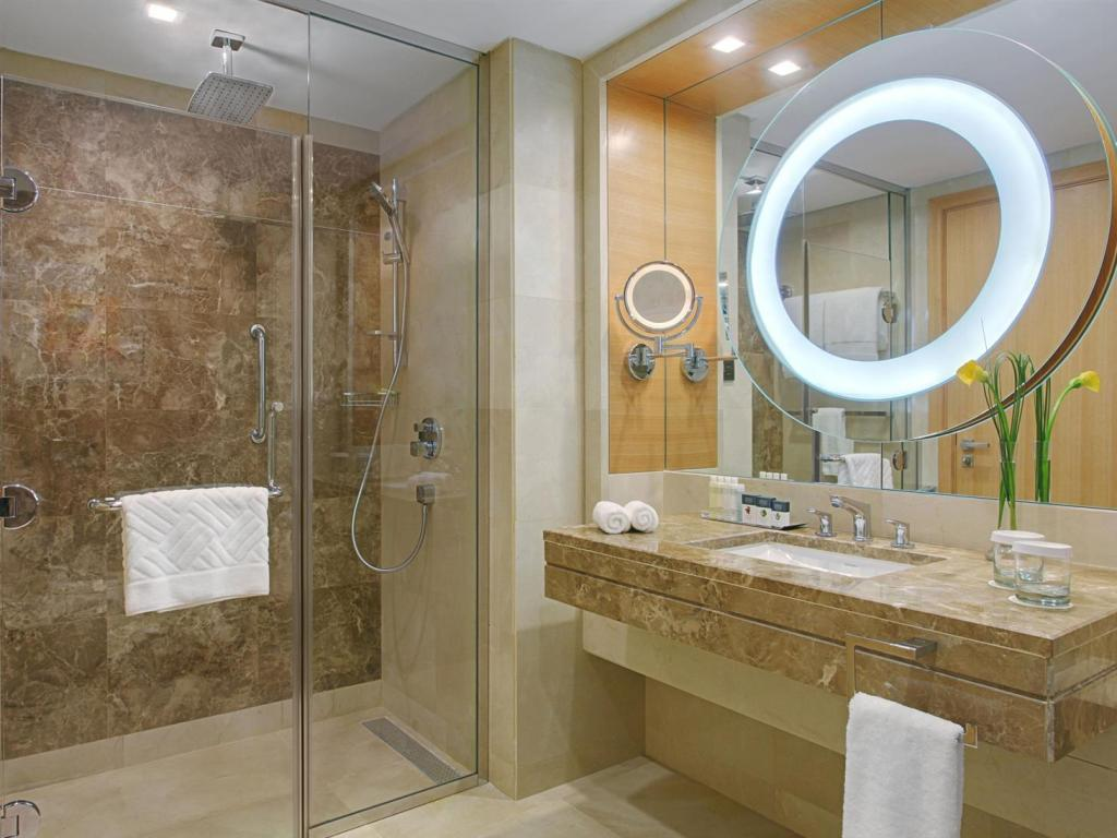 Bathroom DoubleTree by Hilton Hotel Riyadh-Al Muroj Business Gate
