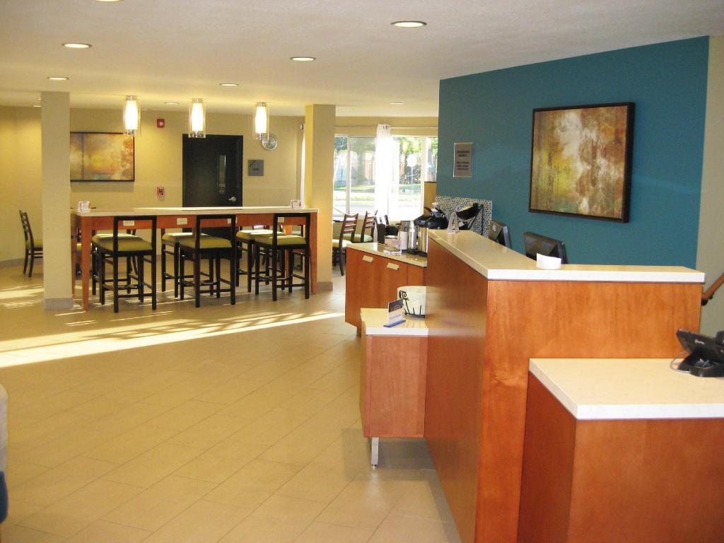 Lobi Best Western Plus Traverse City
