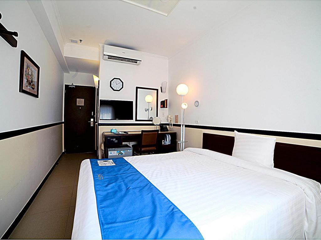 Deluxe Single Room - Smoking - Guestroom Toyoko Inn Phnom Penh