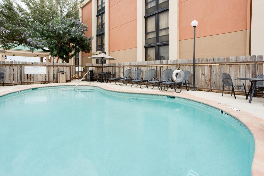 Pear Tree Inn San Antonio Northwest Medical Center In San Antonio Tx Room Deals Photos