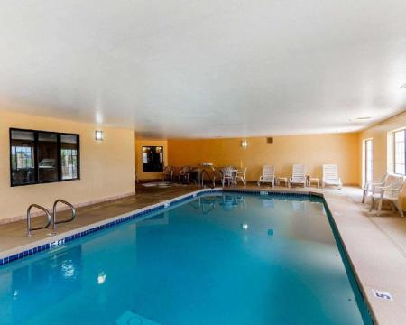 Swimming pool Quality Inn & Suites Surprise Near Sun City West