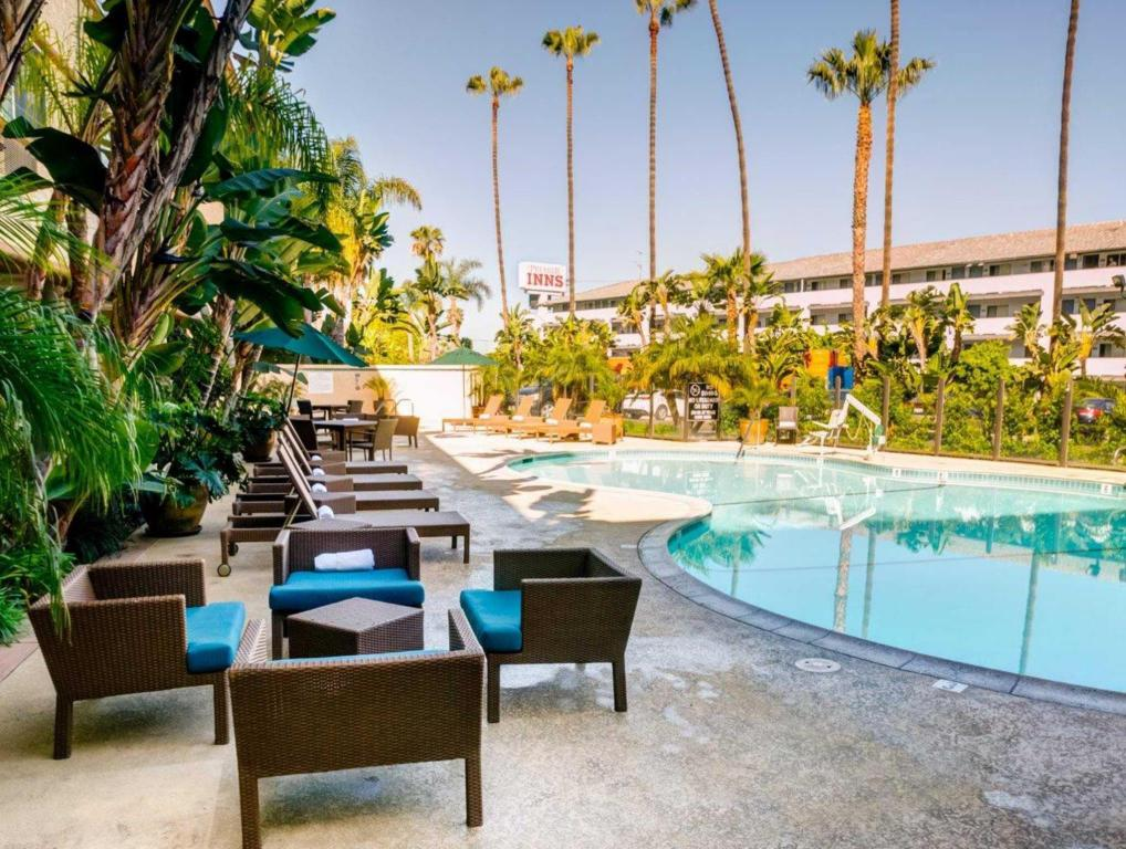 Best price on comfort inn and suites san diego zoo - Best hotel swimming pools in california ...