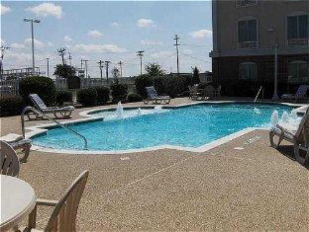 Piscina Holiday Inn Express Hotel & Suites Waxahachie