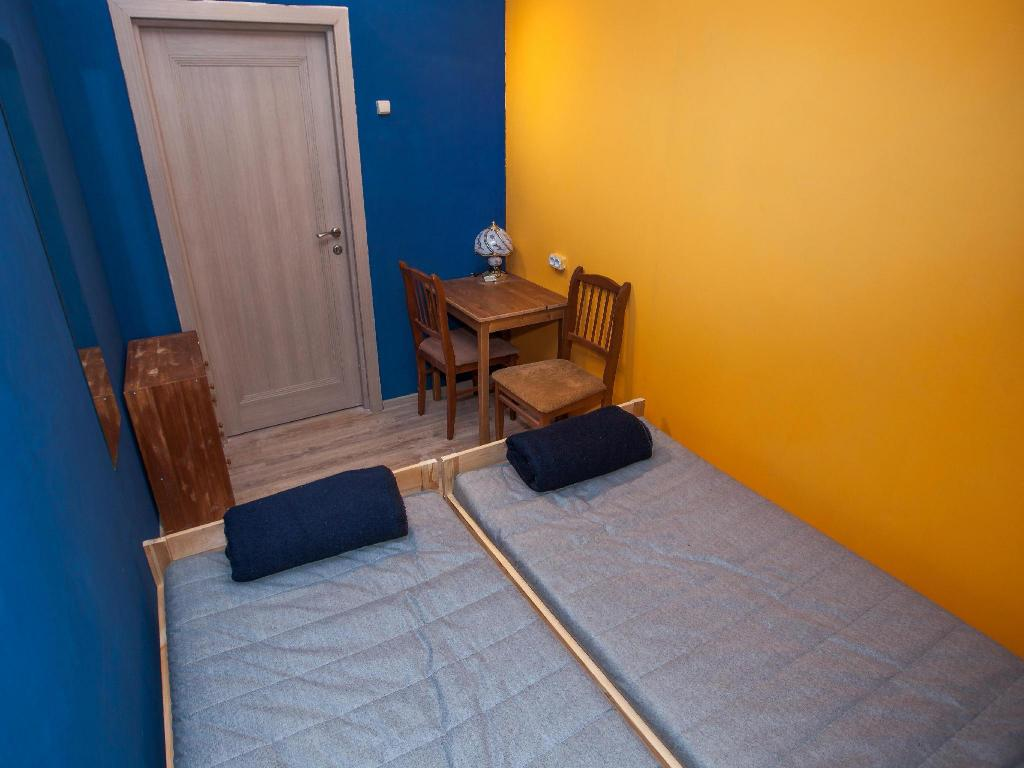 Twin Room with Shared Bathroom - Guestroom Hostel Vse Putem
