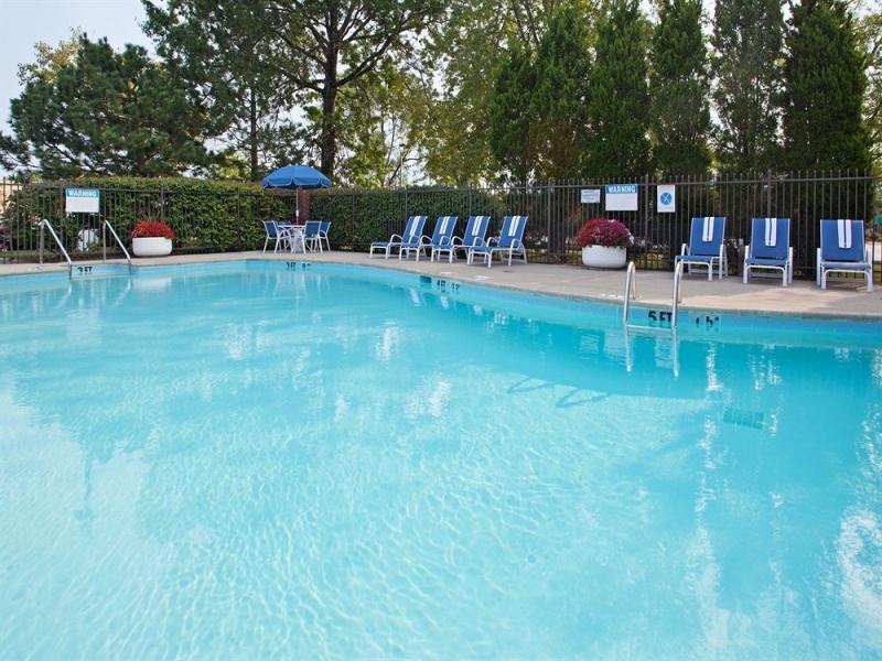 Best Price on Holiday Inn Express Detroit-Warren/General Motors ...