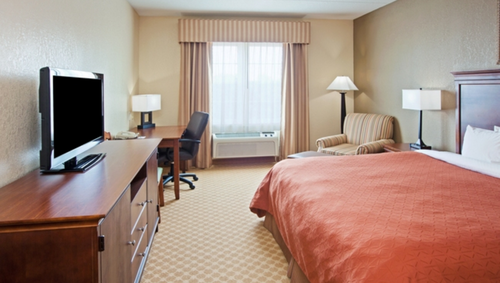 1 King Bed Studio Suite Non-Smoking Country Inn & Suites by Radisson Knoxville West TN