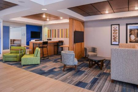 Лобби Holiday Inn Express Hotel & Suites Urbana-Champaign-U of I Area