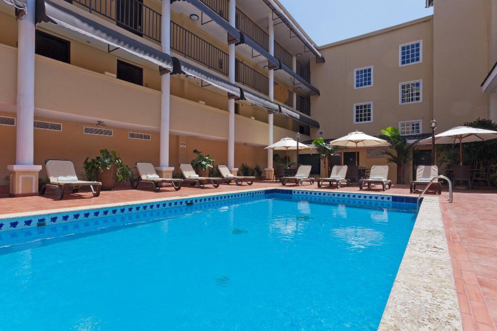 Swimming pool [outdoor] Country Inn & Suites by Radisson, Panama City, Panama
