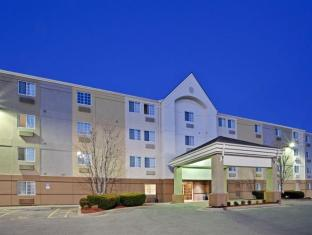Candlewood Suites Topeka Hotel