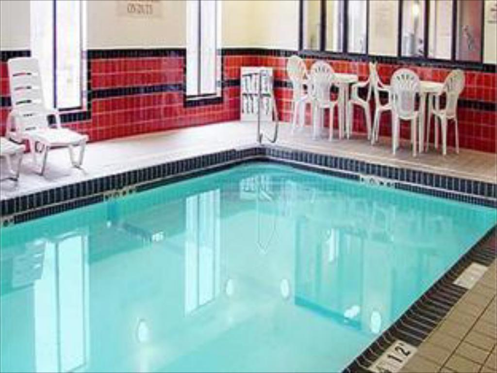 Swimming pool Holiday Inn Express Hotels & Suites Topeka West