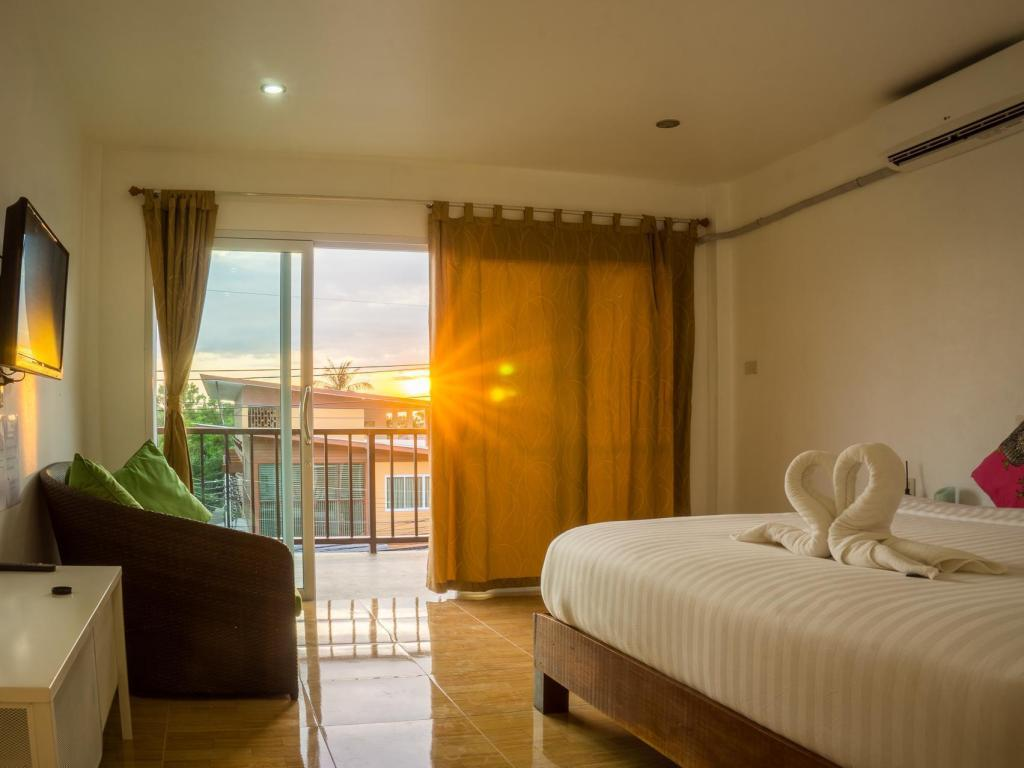 Standard Double with Balcony Pranee Guesthouse