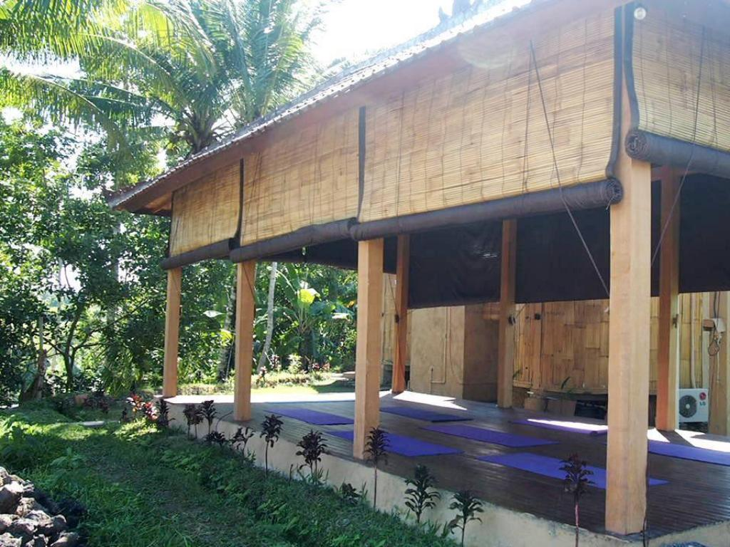 Tampilan interior Shriman Yoga Bungalows