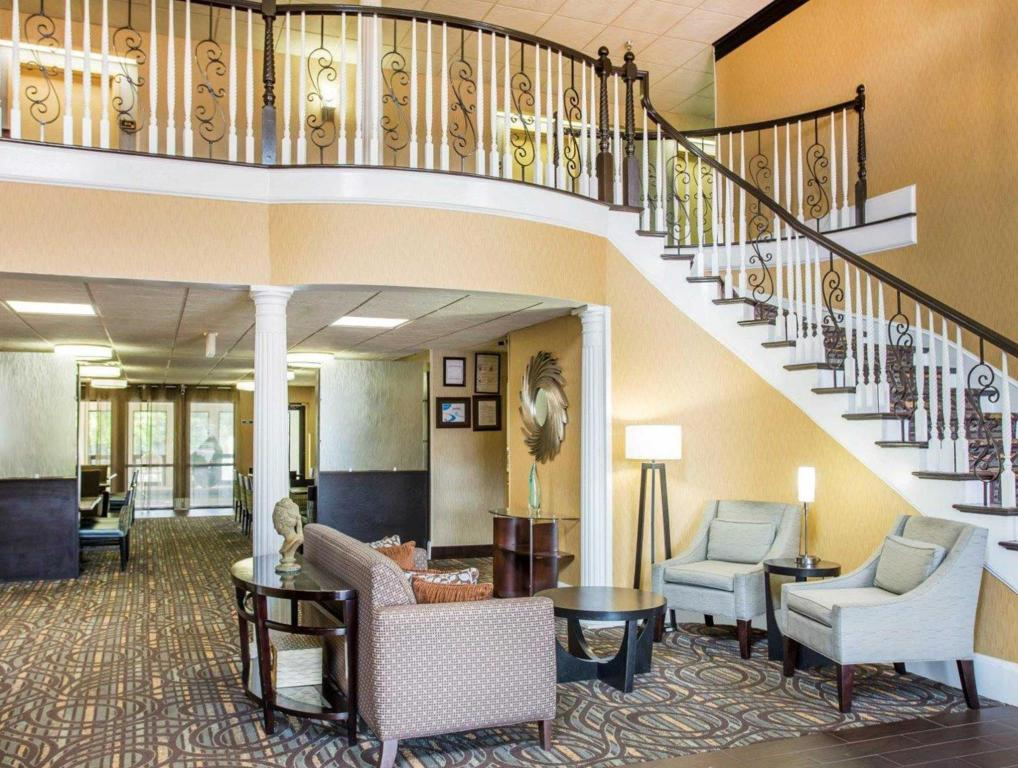 Vista Interior Comfort Inn & Suites at Stone Mountain