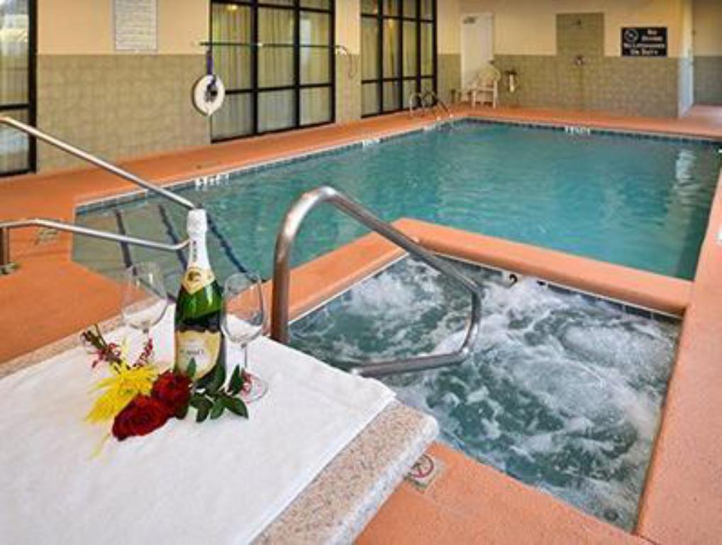 Swimming pool Comfort Suites Gateway
