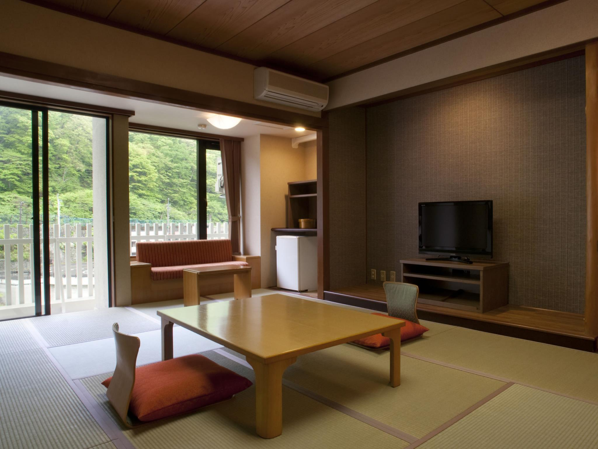Yuraku Japanese Style Room with 12 Tatami - Smoking