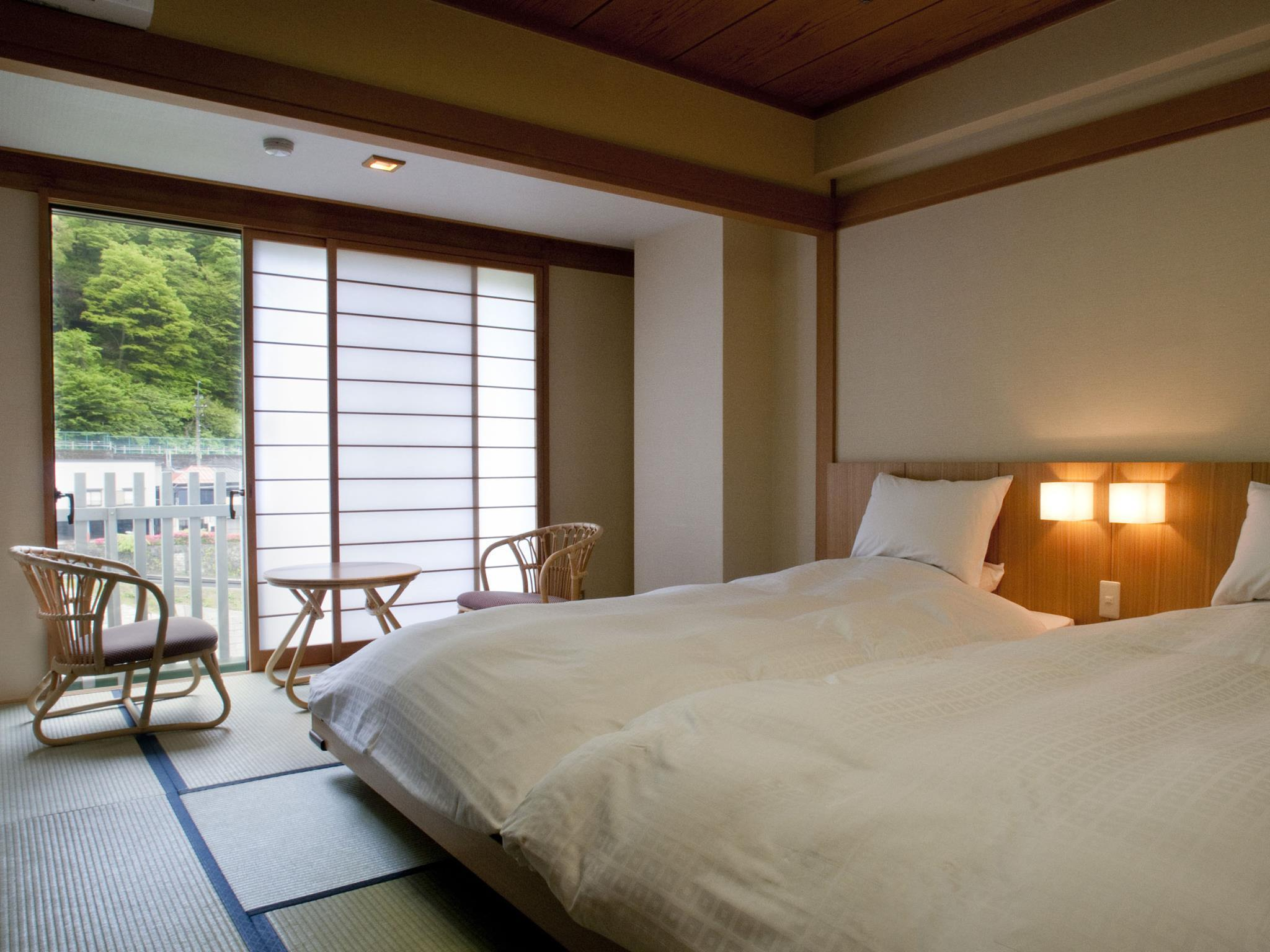 Yunomachi Japanese Style Room with 10 Tatami and Bed - Non-Smoking