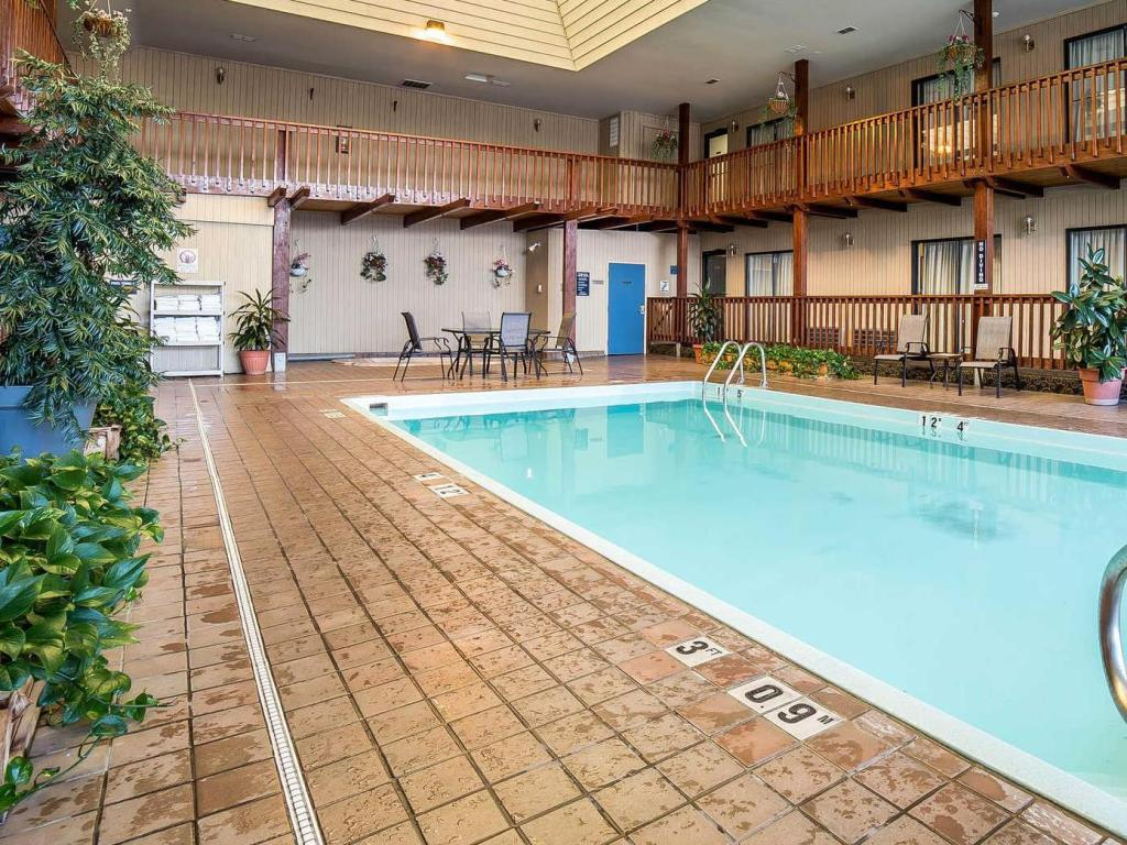 Swimming pool Quality Inn Sandpoint