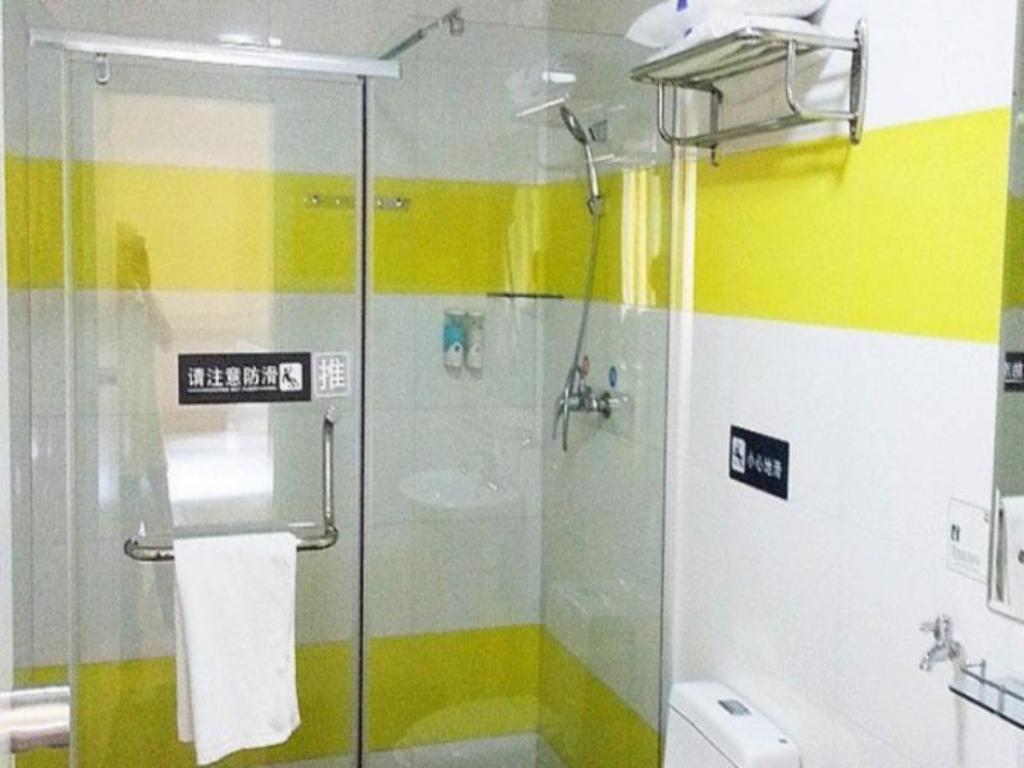 Badezimmer 7 Days Inn Xianning Hot Springs Mall Shopping Park Branch