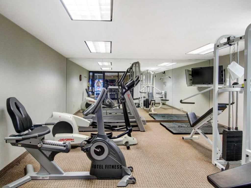 Fitness center Comfort Inn Woburn
