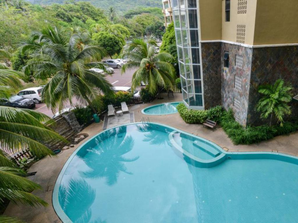 Swimmingpool Holiday Apartment @Century Suria Service Apartment