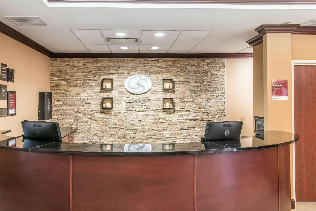 Lobby Comfort Suites South Bend