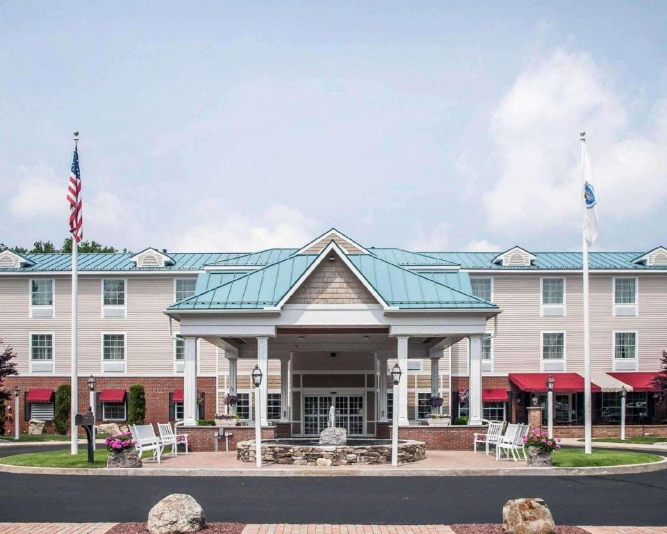 More about Comfort Inn & Suites Colonial