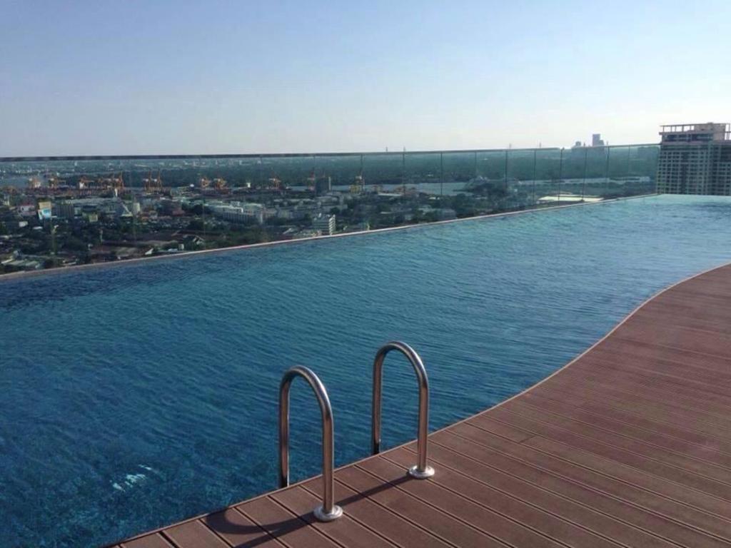 Best Price on Rhythm Phrakhanong Condominium in Bangkok + Reviews!