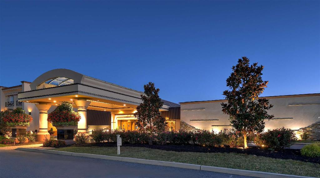 Eden Resort & Suites - Best Western Premier Collection in