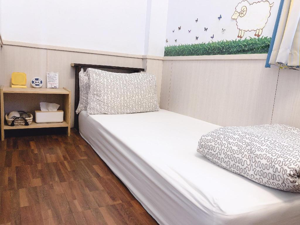 Single with Shared Bathroom - Bed