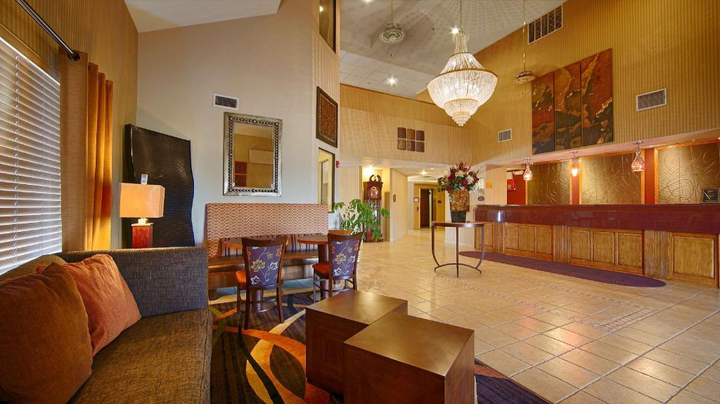 Lobby Best Western Plus Woodland Hills Hotel and Suites