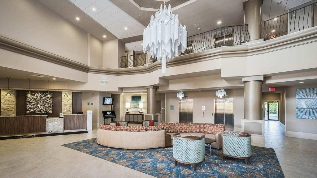 Лобби Doubletree Hotel West Palm Beach - Airport