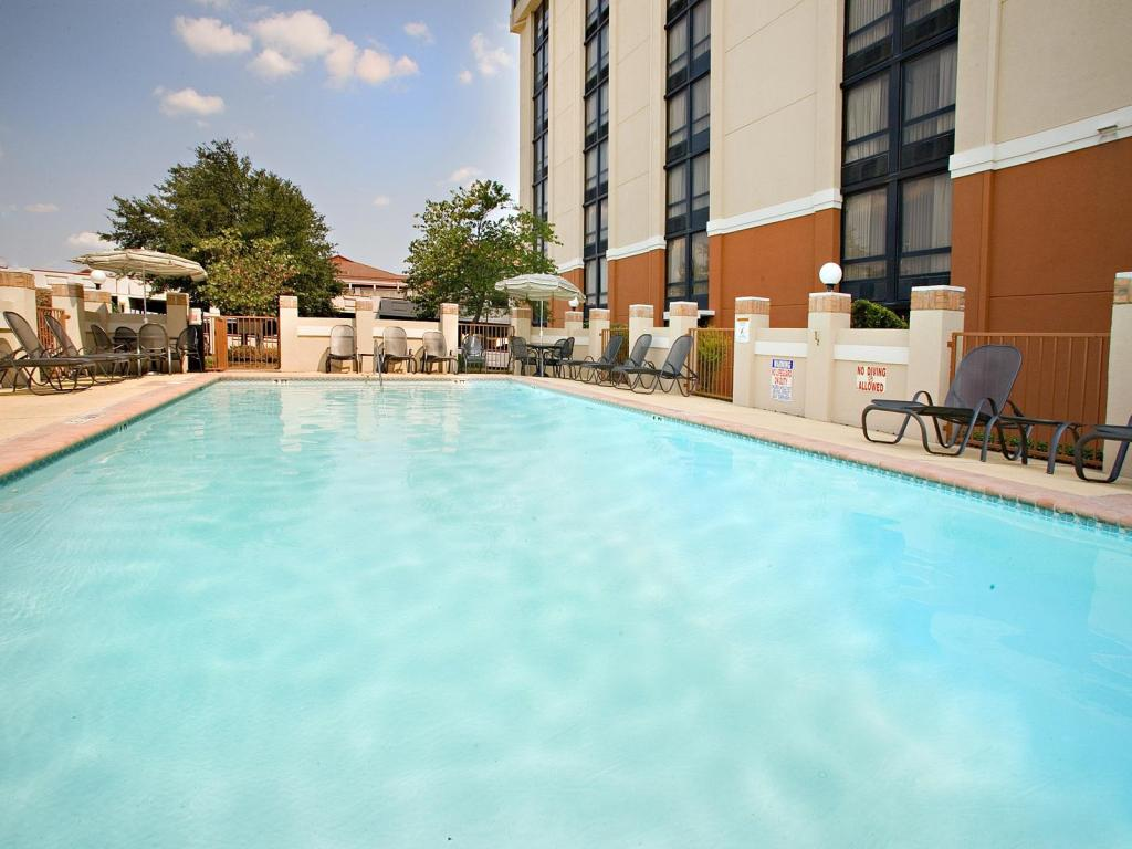Piscina externa Holiday Inn Express Hotels San Antonio Airport